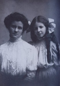 Katherine Cook Myers et sa fille Isabel Briggs Myers (ici photographiées ont créé, en 1962, le test du MBTI en adaptant les travaux de Jung sur les Types Psychologiques