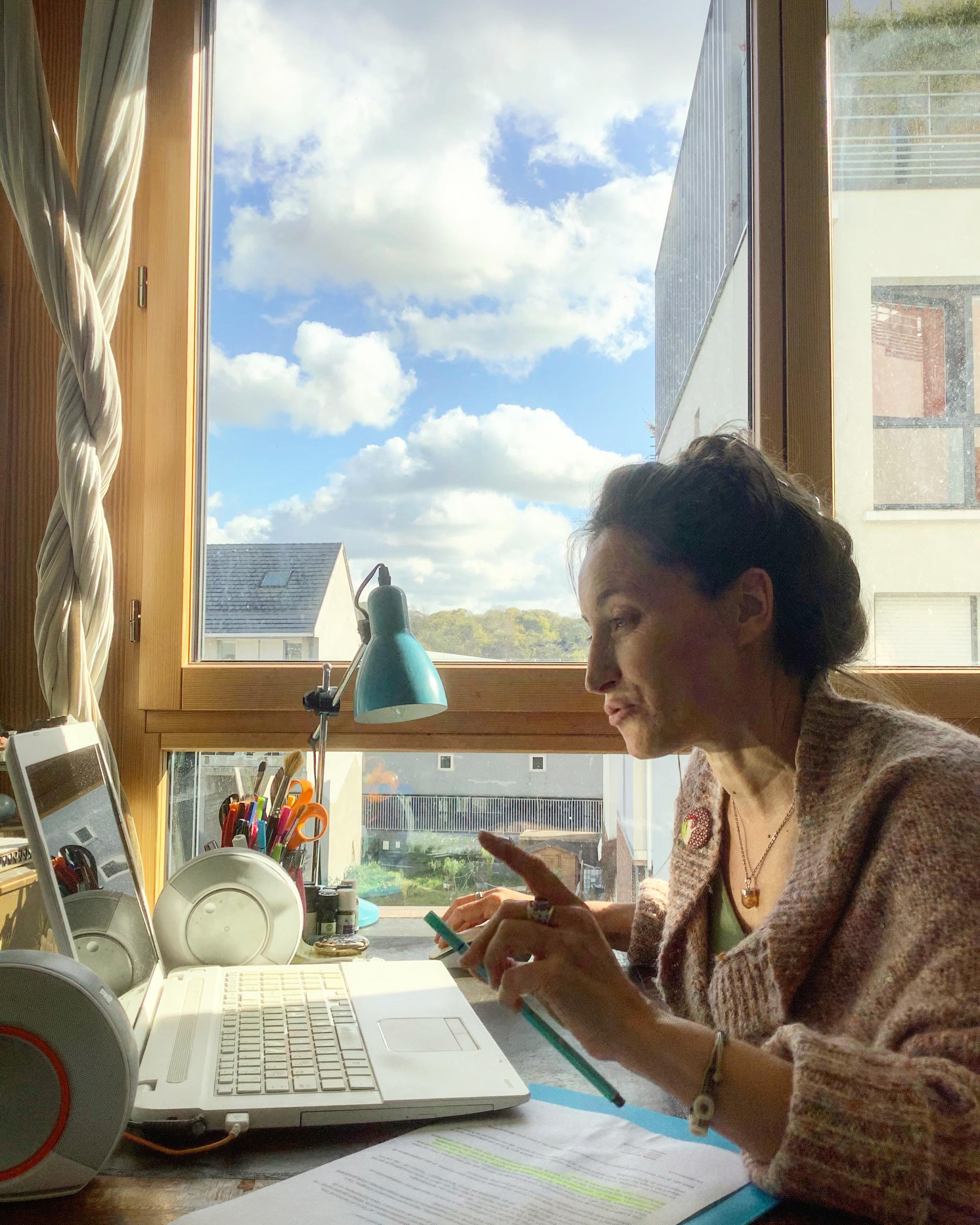 Isabelle Fontaine, auteure de développement personnel, animatrice de stages et d'ateliers sur l'intuition et la synchronicité.